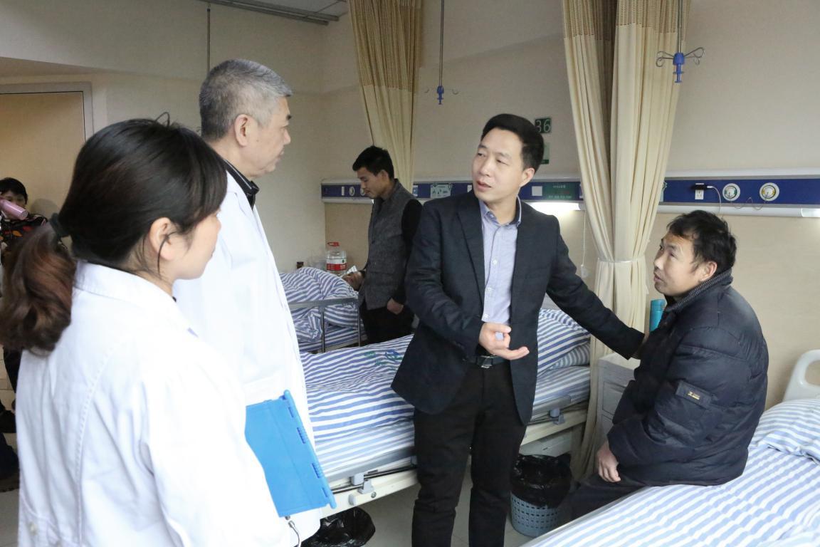 陈历宏委员向钟美佐教授咨询谭满红的病情